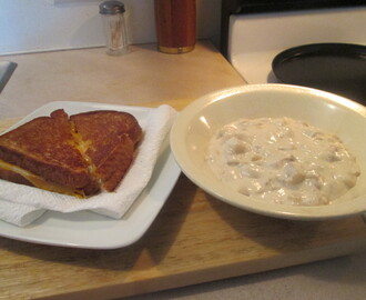 Campbell's Chunky New England Clam Chowder w/ Grilled Cheese Sandwich
