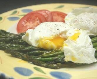 The Perfect Solitary Lunch, Poached Eggs and Roasted Asparagus.