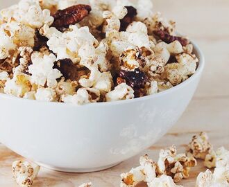 Pumpkin Spice Popcorn With Cinnamon, Nutmeg & Ginger