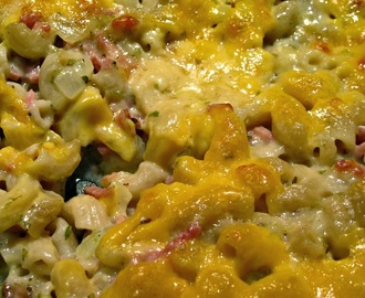 Juustokinkkumakru eli mac and cheese with ham