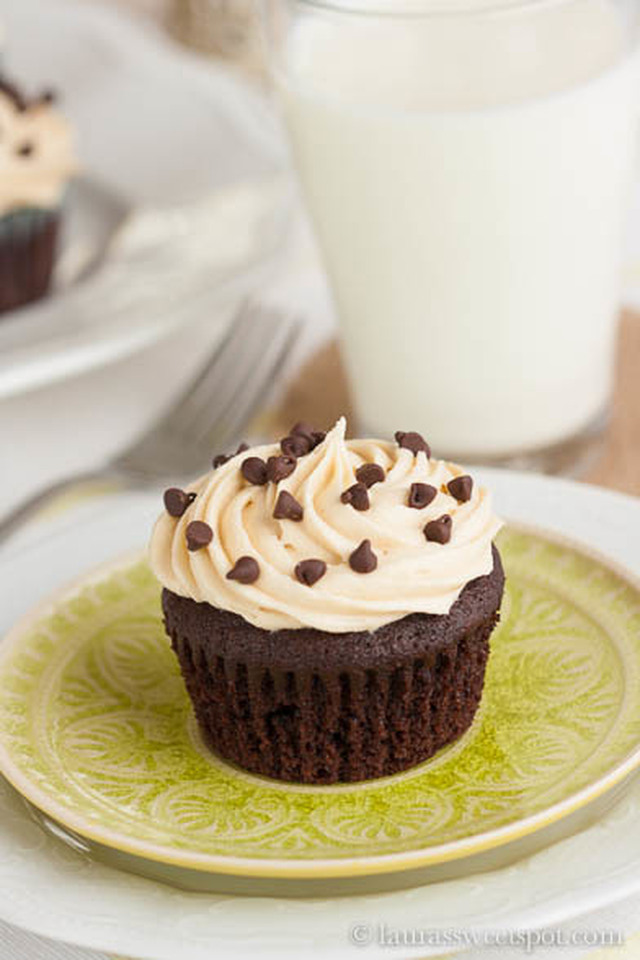 Chocolate Chip Cookie Dough Surprise Cupcakes