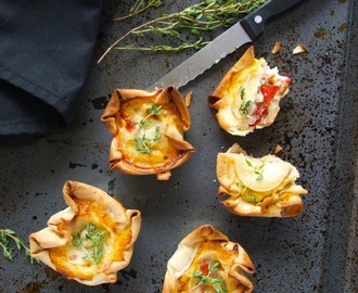Mini quiche with goat cheese and thyme