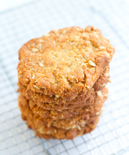 ANZAC biscuits (recipe for coconut oat cookies)