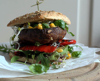 Epic Burger Project #14. Portobello burger met gegrilde paprika, avocado & salsa