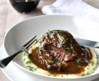 SLOW COOKED BEEF CHEEKS IN RED WINE WITH CREAMY MASHED POTATOES