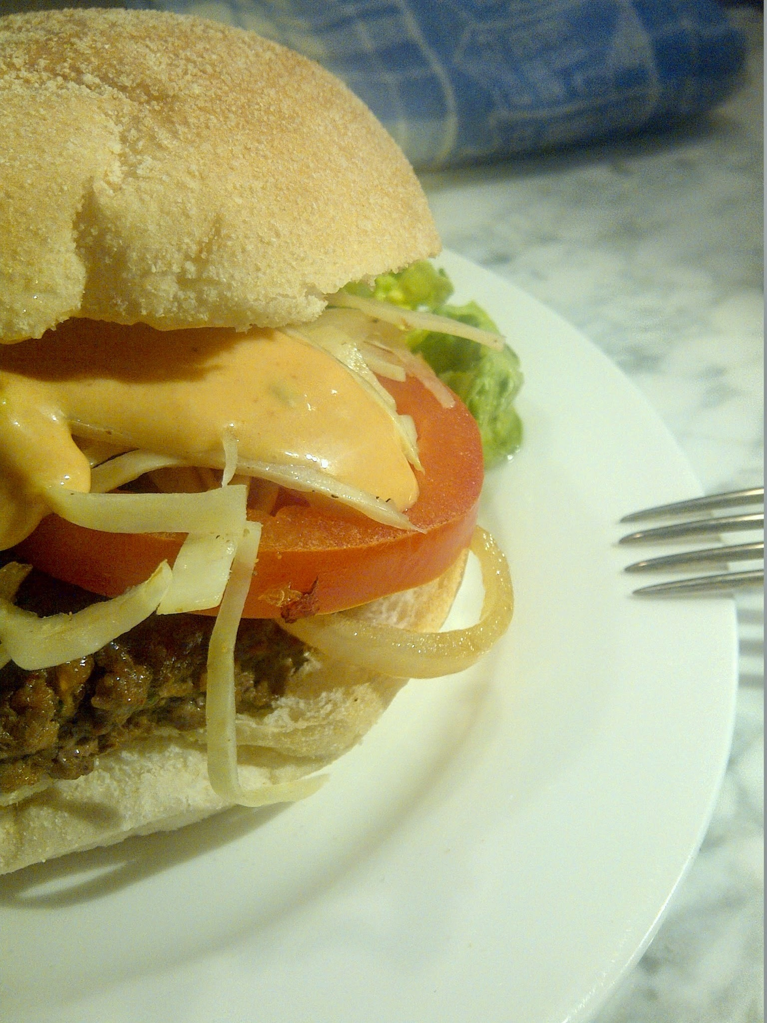 Chimi burger, een Dominicaanse burger