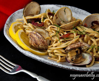 Linguini with Clams, Bacon and Fennel