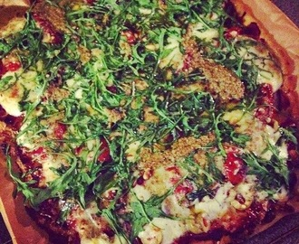 Recept - Gezonde pizza met rucola, mozzarella & pesto