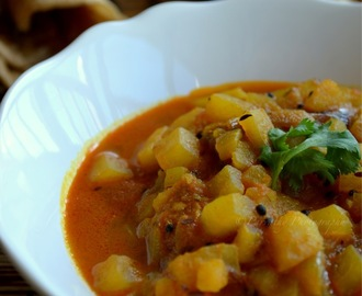 Spicy Potato Curry - Aloo Curry Recipe - for Chapathi