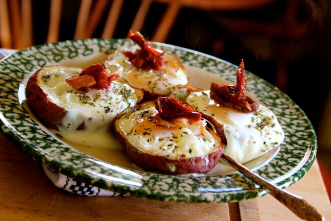 Pommes de Terre aux Oeufs (Baked potato filled with eggs, bacon, sun dried tomatoes and cheese)