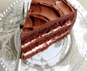 Dark Chocolate Raspberry Layer Cake / Chokladtårta med hallonfyllning