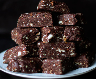 Raw Brownie Nut Bites with Maca