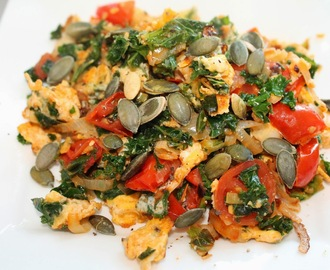 Scrambled Eggs with Kale and Tomatoes