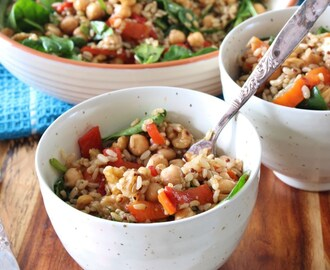 5 Ingredient Friday: Roasted Capsicum, Brown Rice, and Chickpea Salad
