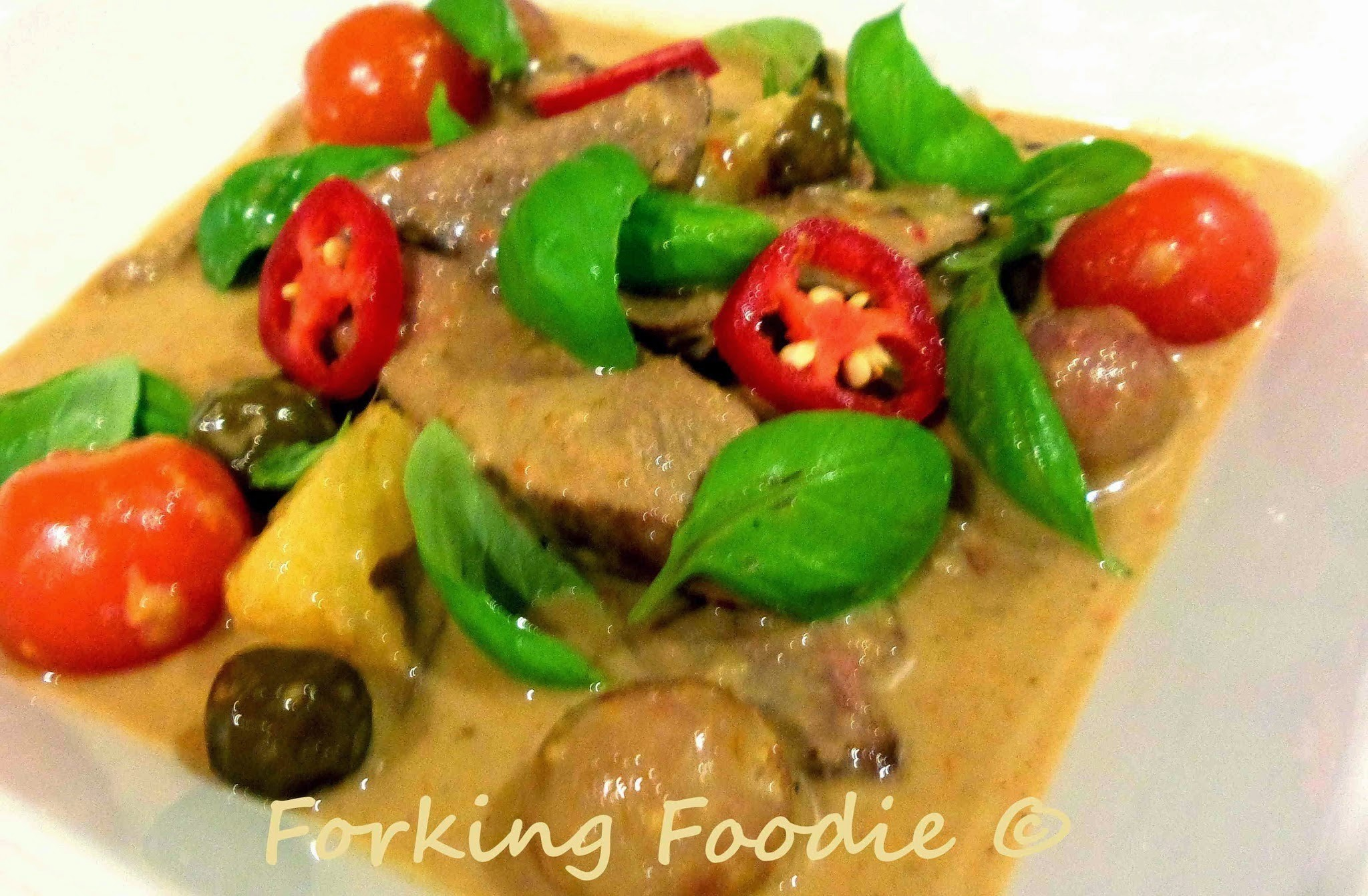 Thai Red Duck Curry (Gaeng Phed Pet Yang)