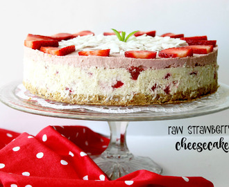 recept: raw jahodová torta a lá cheesecake