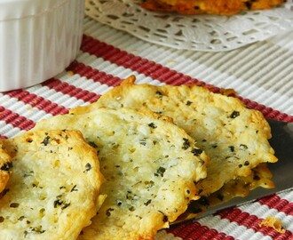 Crispy Cheese Crackers. Käsecrackern. مقرمشات الجبنة
