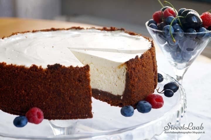 New York vanilla cheesecake with fruits / New York vanilkový cheesecake s ovocím / Gâteau New York au fromage avec fruits / Нью-Йорк чизкейк с фруктами