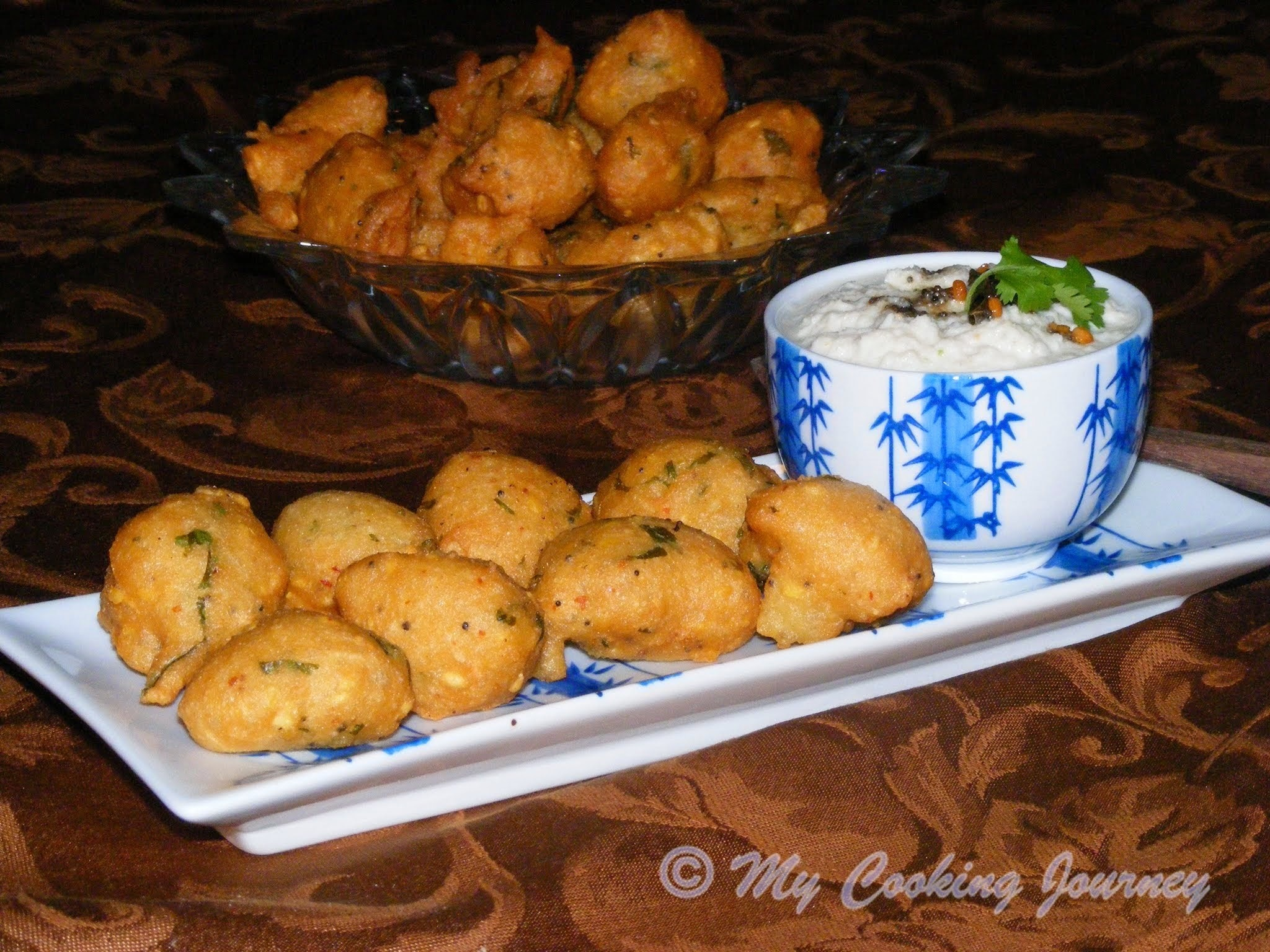 Thavala Vadai with Thengai Chutney (Deep fried Lentil dumplings with Coconut Chutney) BM # 30