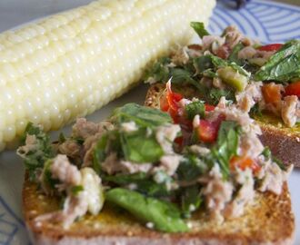 summer tuna salad crostini
