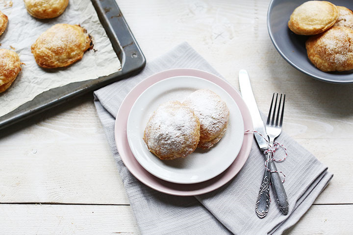 Oven baked apple beignets