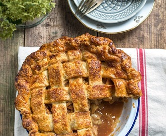 Salted caramel apple pie #GBBO Bake Along