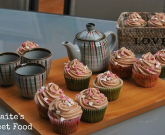 Cupcakes de vainilla con chocolate cream cheese frosting