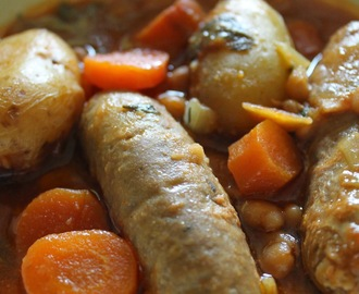 Slow cooker sausage and bean casserole