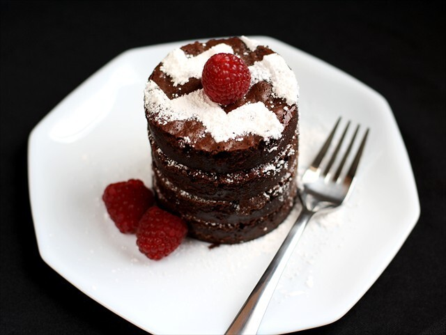 FLOURLESS CHOCOLATE FUDGE TRUFFLE CAKE