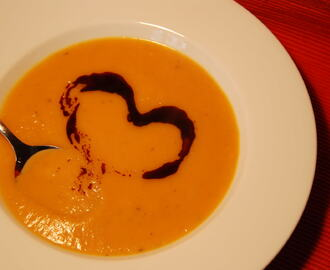 Kürbis-Karottensuppe mit Ingwer / Pumpkin-carrot soup with ginger