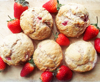 Strawberry Scones with Strawberry Cream Recipe