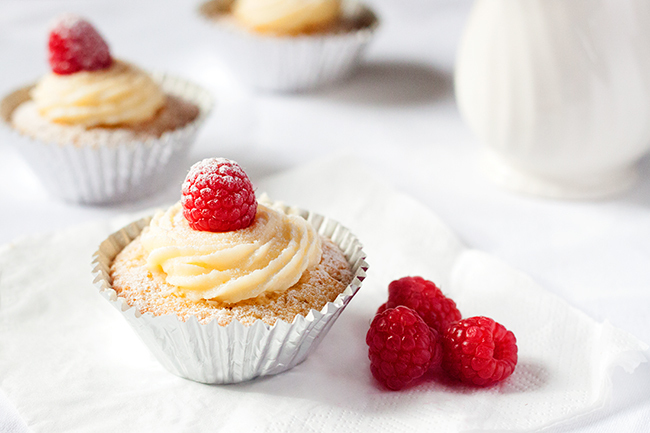 Dreamy White Chocolate & Raspberry Cupcakes Recipe