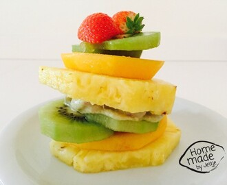 Raw food dessert ananassandwich met vanillesaus