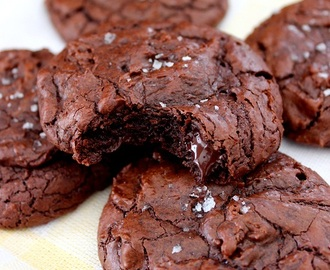 Brownie cookies with sea salt