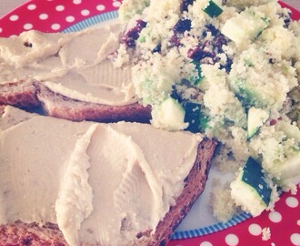 Gezonde lunch: couscous met avocado & geroosterd brood met hummus