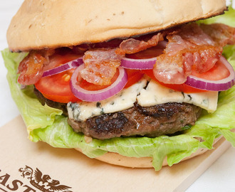 Broodje hamburger met blauwaderkaas (#BlueCheeseBurger)