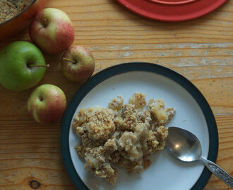 Apple, maple and pecan crumble (no refined sugar)