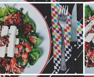 Spinazie Salade met Feta & Tomatendressing