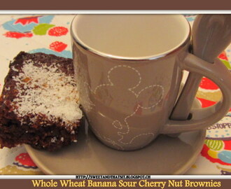 Whole Wheat Banana-Sour Cherry-Nut Brownies / Brownies Integrali con Banane, Amarene e Noci