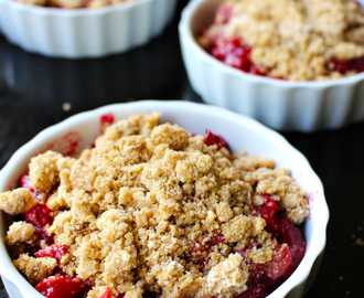 Rhubarb – Raspberry crumble with coconut (Gluten & Dairy-Free, Vegan)
