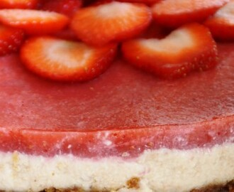 Vegan aardbeien cheesecake.