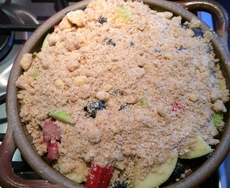 Crumble of rhubarb, apples and blackcurrant GF