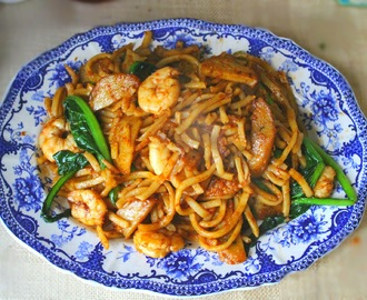 Mum's Spicy Udon Noodles with Prawns and Malaysian Fishcake