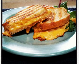grilled cheese sandwiches, red or green? style