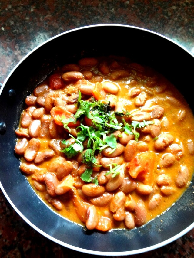 Red Kidney Beans in a thick gravy  ( Rajma Masala)