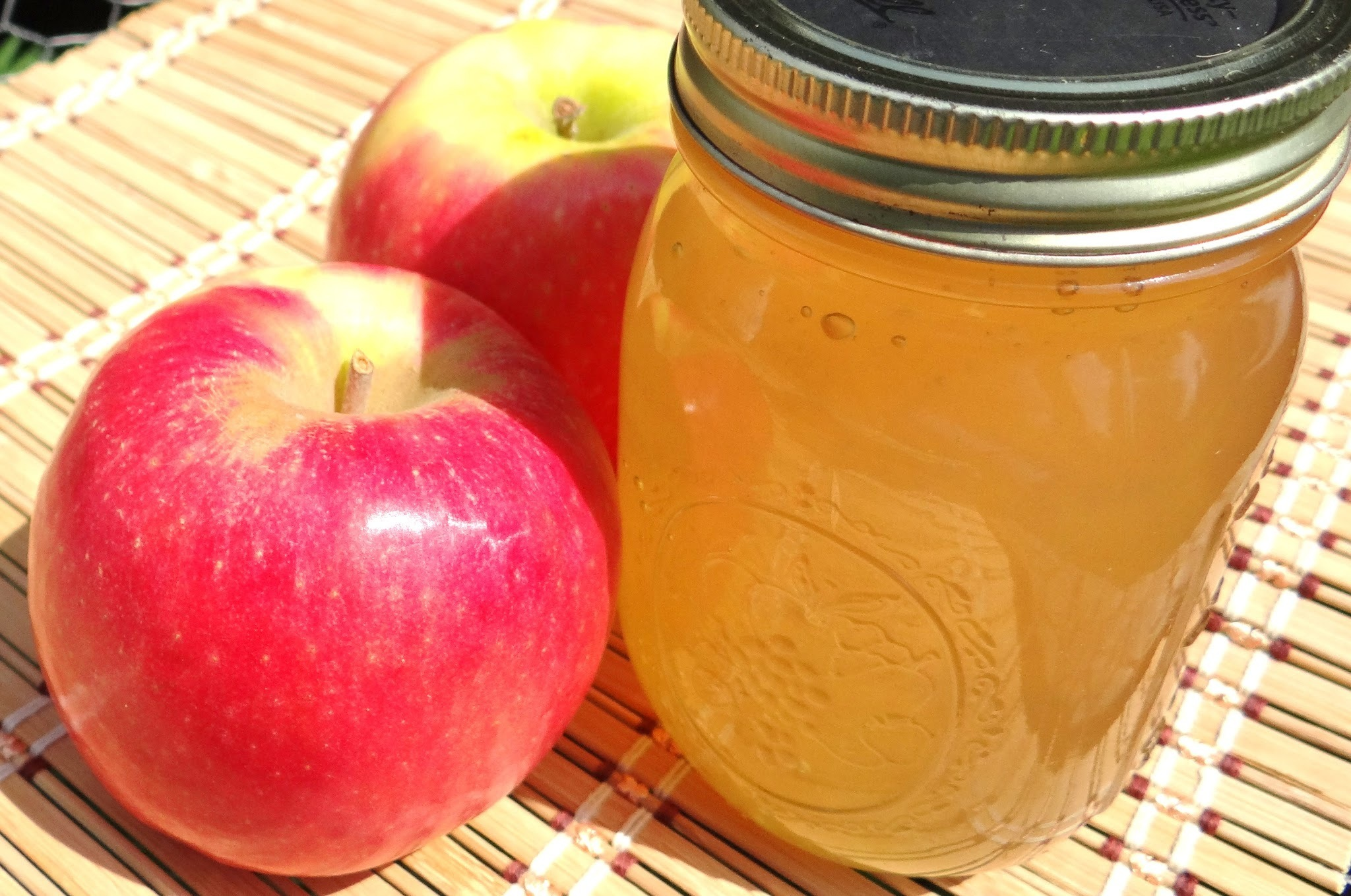Apple Jelly Canning Low Sugar #Recipe and Storage Tips