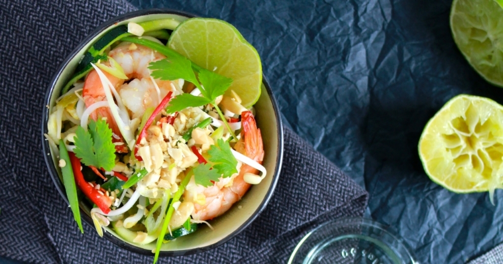 Courgetti pad thai met scampi
