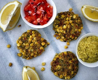 Majsbiffar med tomatsalsa och couscous - Corn Patties