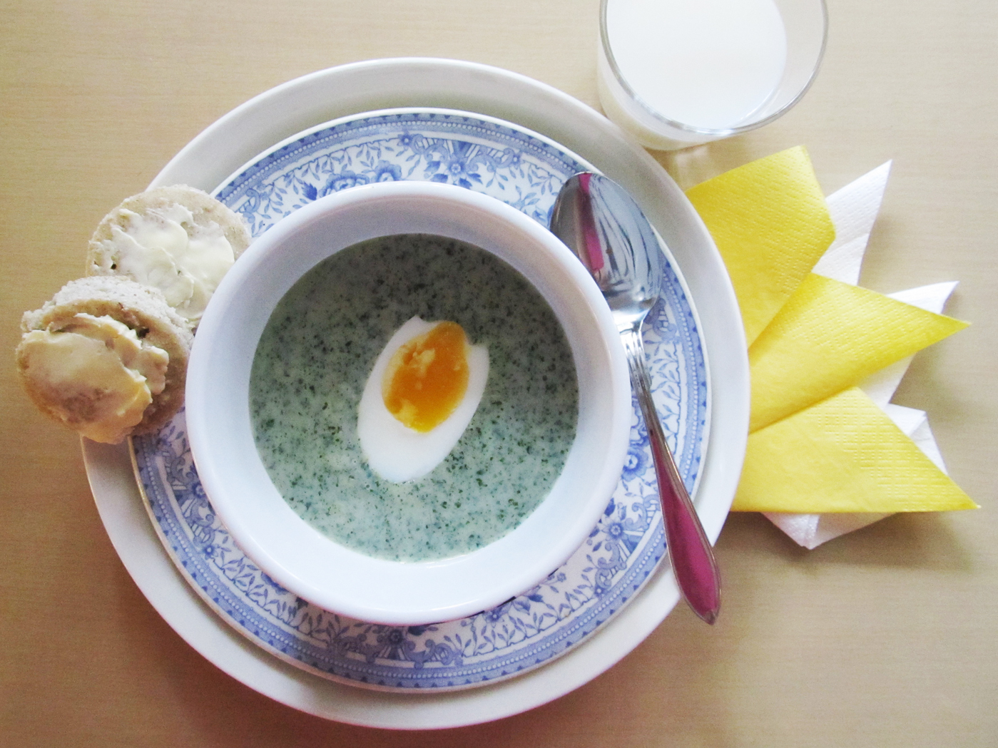 Rautainen nokkoskeitto ja aamiaispirtelö – Iron Rich Nettle Soup and Breakfast Smoothie