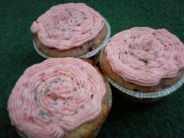 Hallon cupcakes med rosa frosting